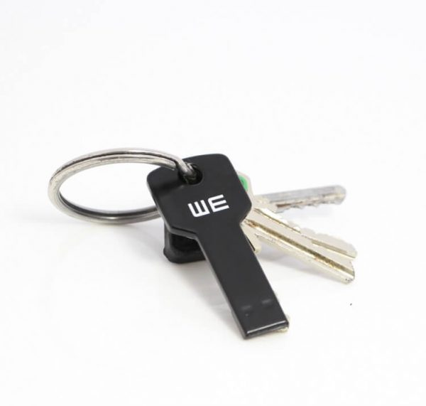 Sleutel USB met logo aan een sleutelbos