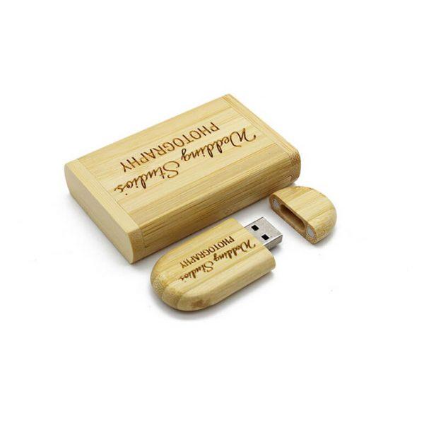Relatiegeschenk USB-stick in houten geschenkverpakking met logo gravering