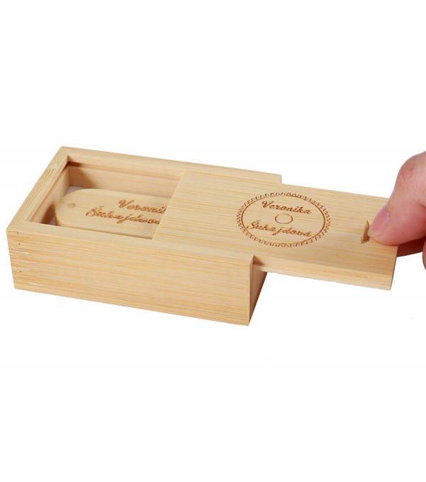 Luxe usb stick in giftbox met logo graveren
