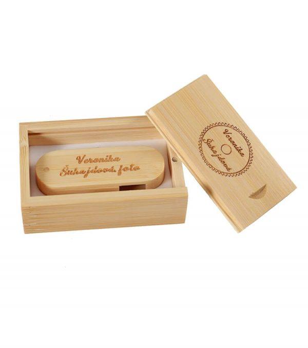 Gegraveerdere bamboe USB-stick met logo in geschenkverpakking